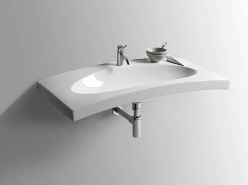2007: Bagno in stile in stile Moderno di Massimiliano Braconi Designer