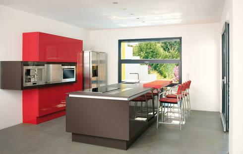 bauhaus villa mit aussenpool von b2 b hme projektbau gmbh homify. Black Bedroom Furniture Sets. Home Design Ideas