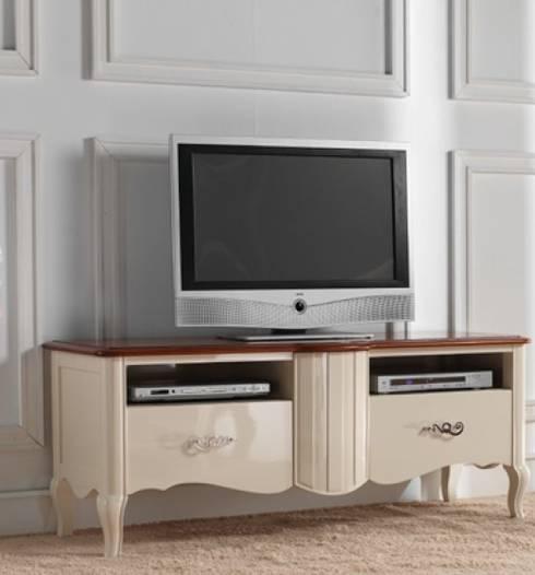 Módulo de televisión, en línea romántica.: Salones de estilo clásico de MUMARQ ARQUITECTURA E INTERIORISMO
