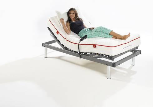 DORMITORIOS: Dormitorios de estilo mediterráneo de Muebles Flores Torreblanca