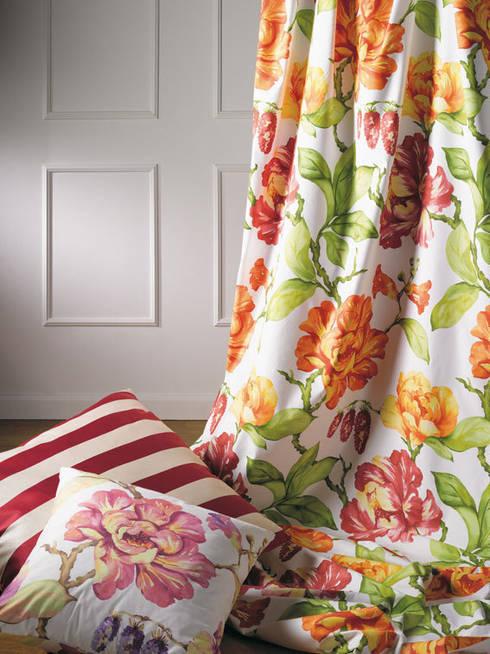 Camera da letto in stile in stile Classico di Muebles Flores Torreblanca