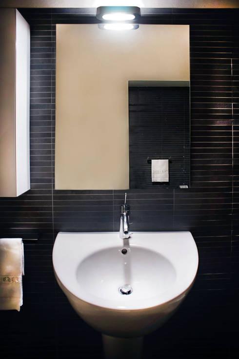 Villa Luce_Appartamento B: Bagno in stile in stile Moderno di OPERASTUDIO