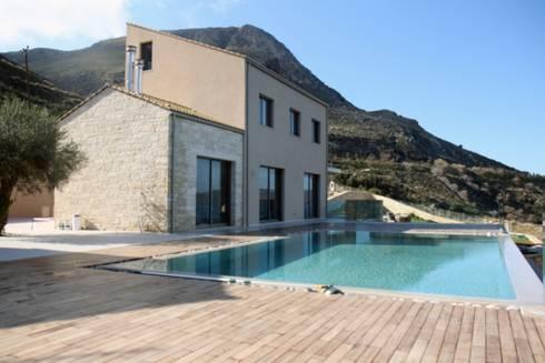 Villa K: Case in stile in stile Moderno di kuluridis