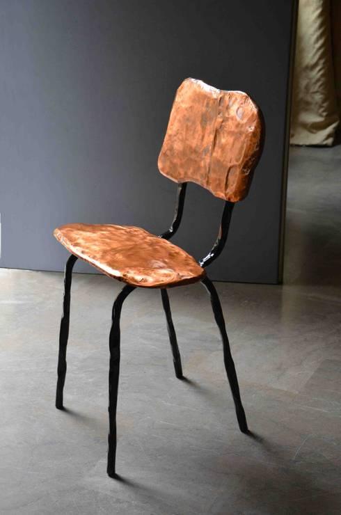 Silla- Serie de cobre: Comedor de estilo  de Ines Benavides