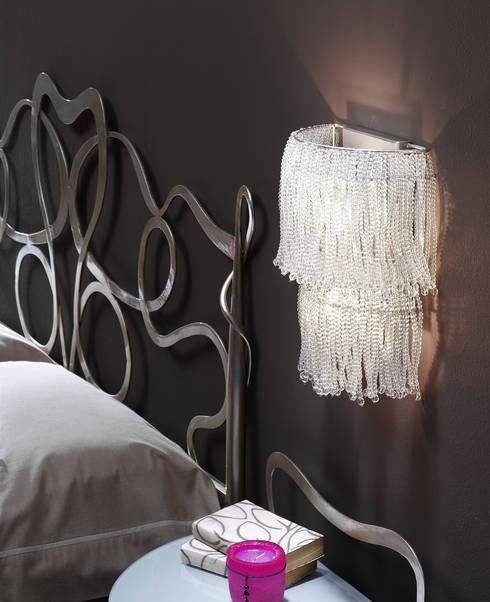 ILUMINACIÓN: Dormitorios de estilo ecléctico de Muebles Flores Torreblanca