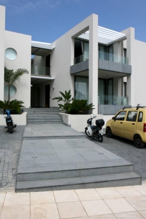 Residence Aris 42: Case in stile in stile Moderno di kuluridis