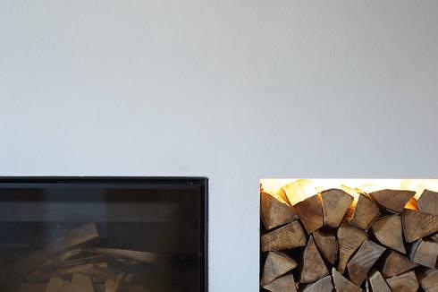APPARTAMENTO IN MONTAGNA: Soggiorno in stile in stile Moderno di MIDE architetti