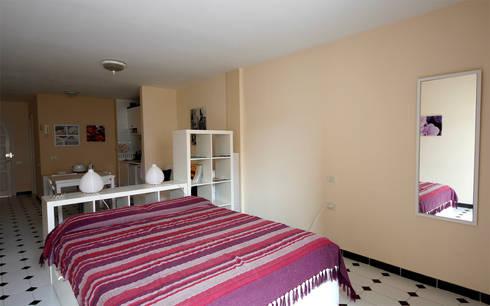 """Appartamento """"Patio Blanco"""" a Fuerteventura (ES): Case in stile in stile Moderno di Coffee Architects"""