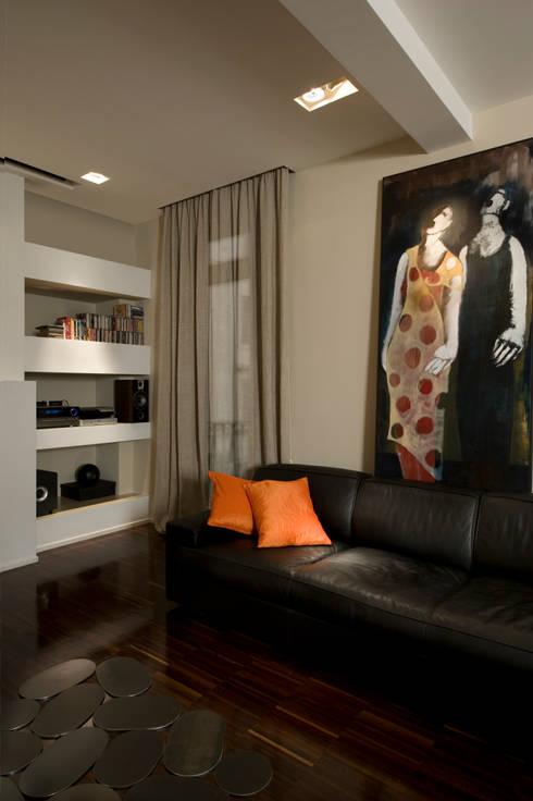 Trastevere Apartment: Soggiorno in stile  di Carola Vannini Architecture