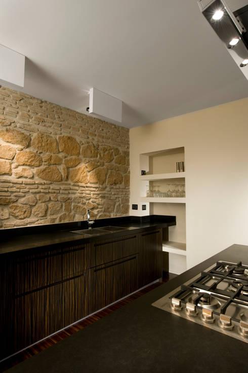 Trastevere Apartment: Cucina in stile  di Carola Vannini Architecture