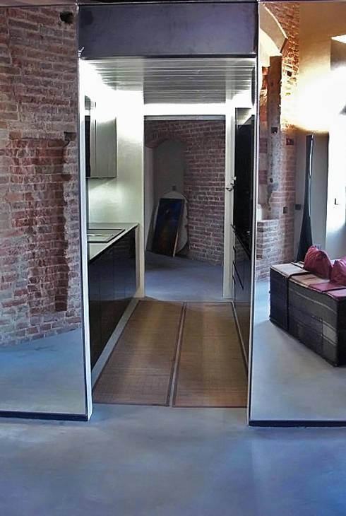 La casa di Eli: Ingresso & Corridoio in stile  di GAP Studio