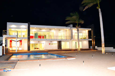 FACHADA POSTERIOR: Casas de estilo moderno por ro arquitectos