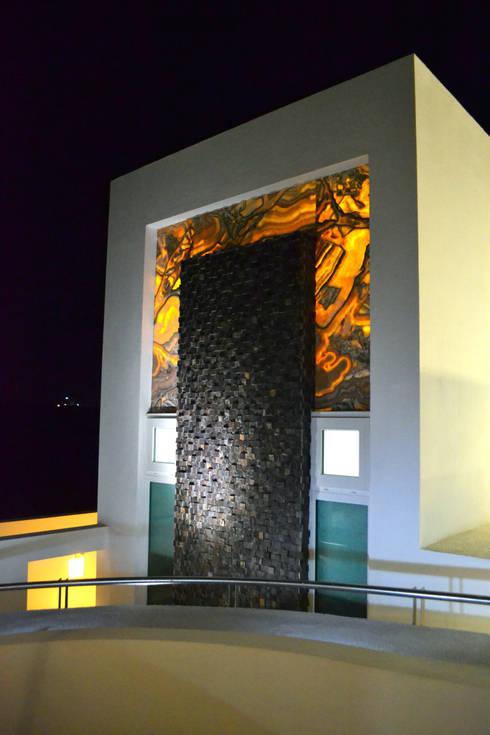 EXTERIOR BAÑO RECAMARA PRINCIPAL: Casas de estilo moderno por ro arquitectos