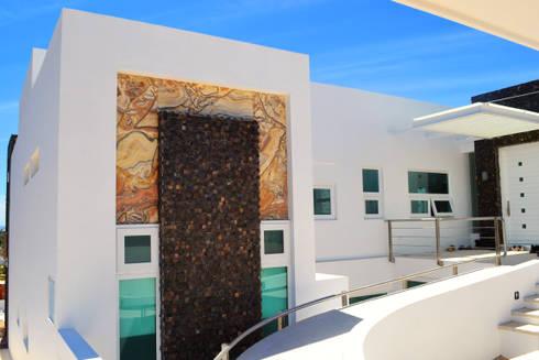 SECCION FACHADA PRINCIPAL: Casas de estilo moderno por ro arquitectos