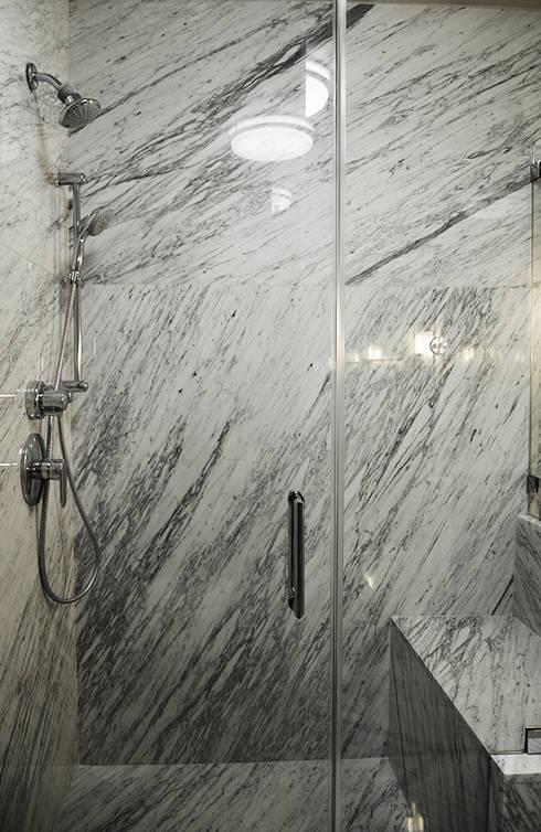 Mammoth Bathroom, Los Angeles CA. 2014: Baños de estilo  por Erika Winters® Design