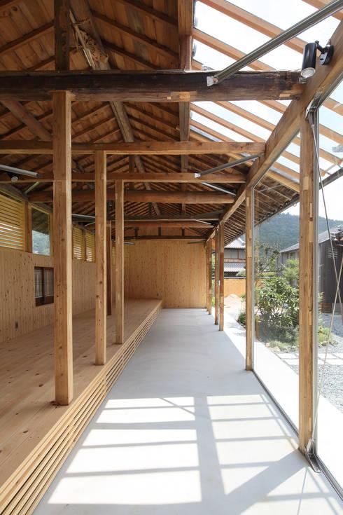 三田の農家-ANNEX/GAZEBO: eu建築設計が手掛けたガレージです。