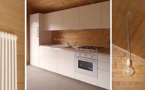 AMPLIAMENTO RESIDENZIALE 01: Cucina in stile In stile Country di 81millimetri