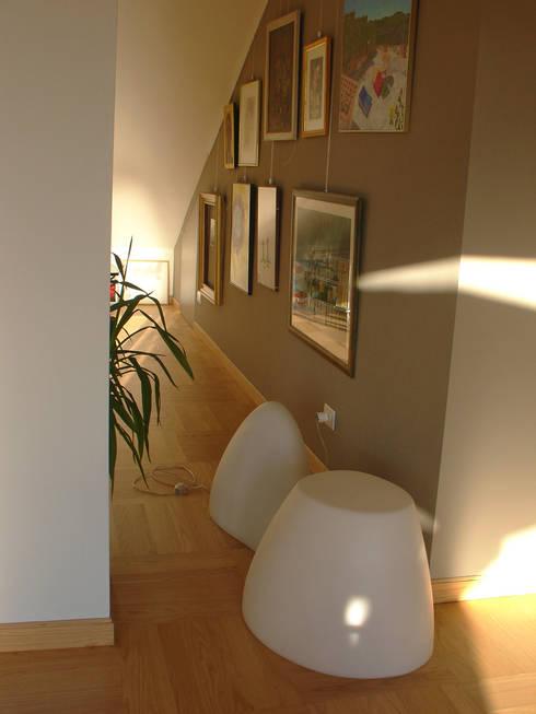 La casa di Iris: Ingresso & Corridoio in stile  di GAP Studio