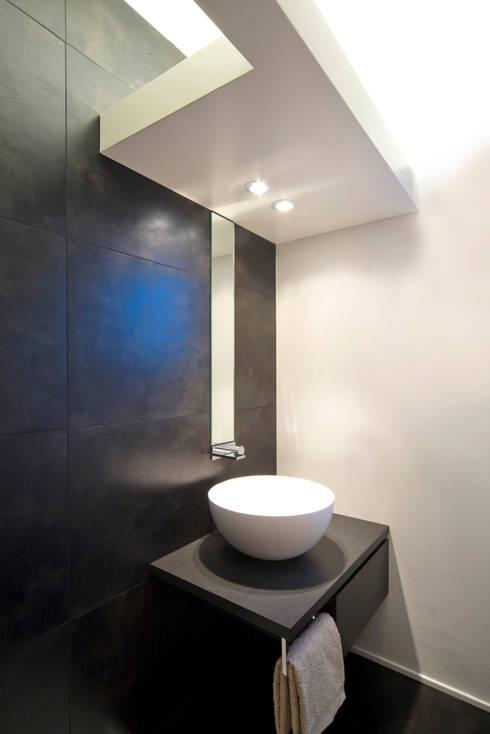 bagno: Bagno in stile  di Comoglio Architetti