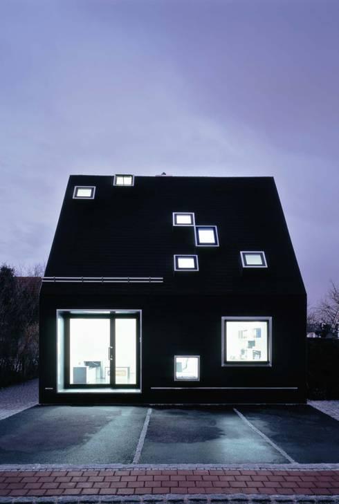 Ansicht Nacht:  Häuser von Peter Haimerl . Architektur