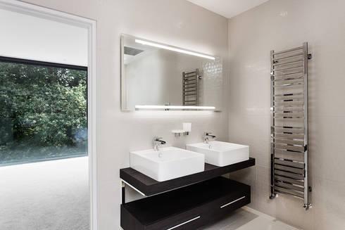 AR Design Studio- Abbots Way: modern Bathroom by AR Design Studio