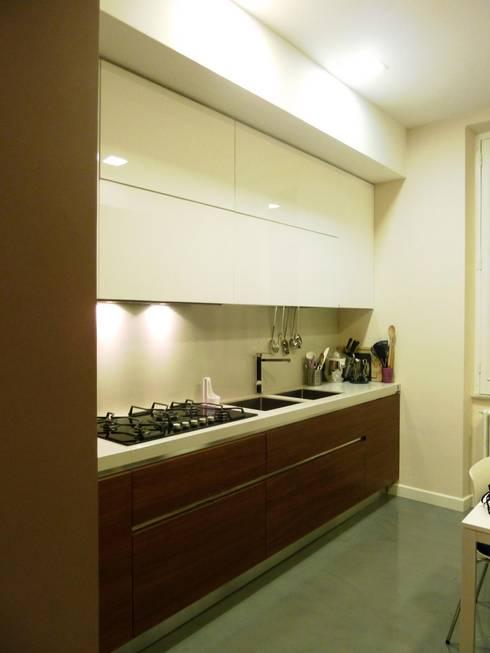 Cucina: Cucina in stile in stile Moderno di Blocco 8 Architettura