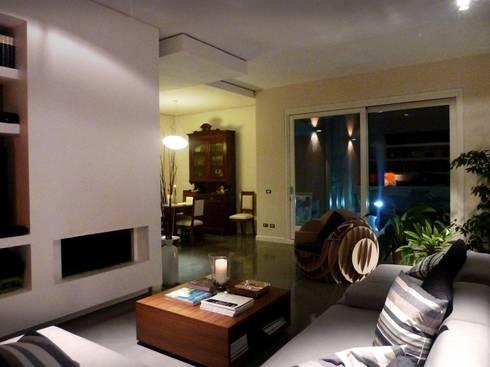 Living: Soggiorno in stile in stile Moderno di Blocco 8 Architettura