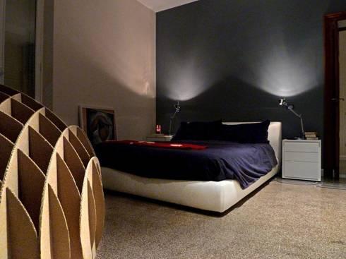 Camera Padronale: Camera da letto in stile in stile Moderno di Blocco 8 Architettura