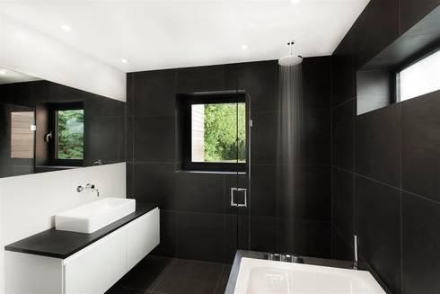 AR Design Studio- The Medic's House: modern Bathroom by AR Design Studio