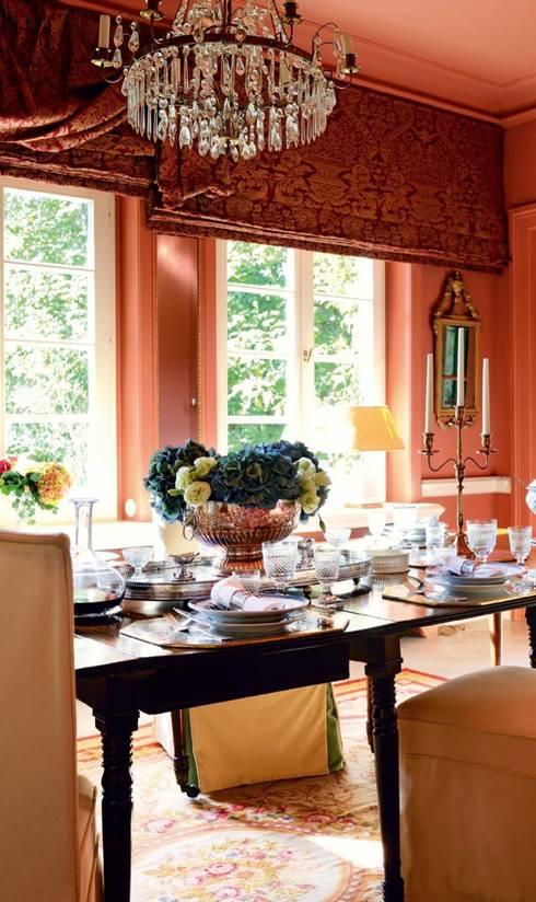 Sala da pranzo in stile in stile Classico di THORA TOWN & COUNTRY