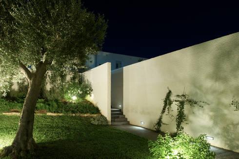Casa ASM: Giardino in stile  di Arch. Nunzio Gabriele Sciveres
