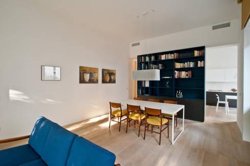 Casa RLM: Sala da pranzo in stile  di Arch. Nunzio Gabriele Sciveres