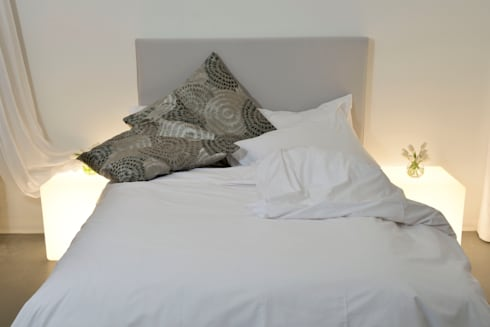 A White Bedroom: modern Bedroom by Cathy Phillips & Co