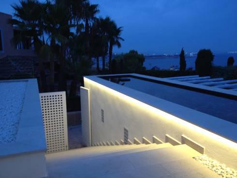 GW: Vestíbulos, pasillos y escaleras de estilo  de Fincas Cassiopea Group