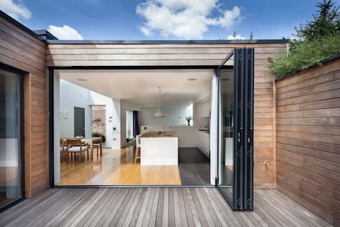Courtyard House — East Dulwich:  Terrace by Designcubed