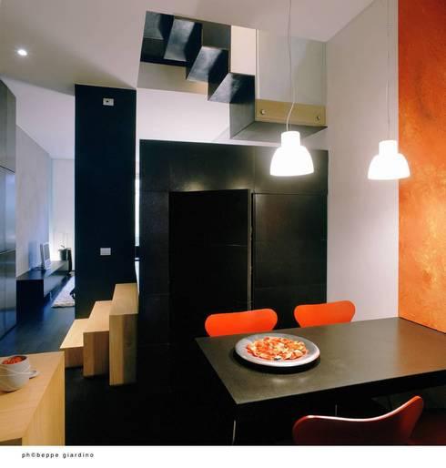 Via Vespucci: Sala da pranzo in stile  di raimondo guidacci