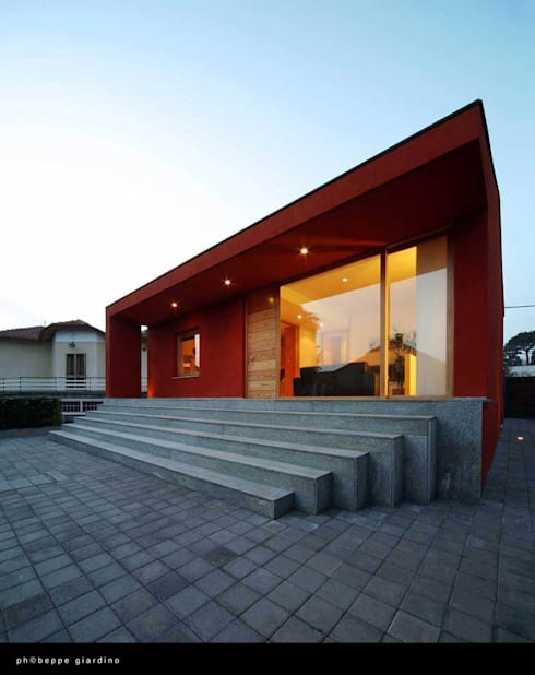 Casa rossa: Case in stile  di raimondo guidacci