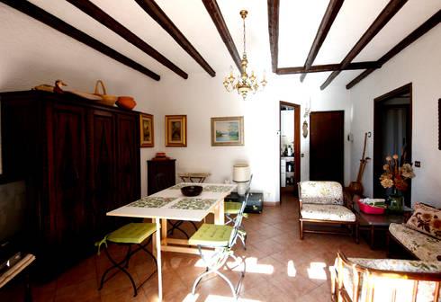 Villa Lago Maggiore – Italia: Soggiorno in stile in stile Rustico di Marco Barbero