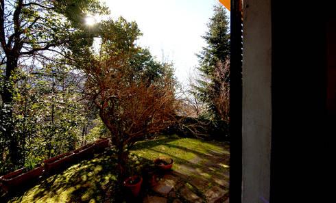 Villa Lago Maggiore – Italia: Giardino in stile in stile Rustico di Marco Barbero