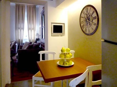 04. verso zona pranzo: Cucina in stile in stile Moderno di Giussani Patrizia