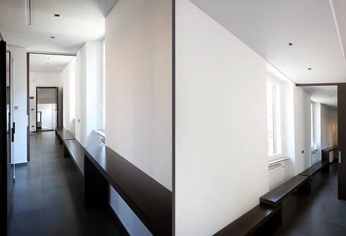 Private Flat APP_G_VA: Ingresso & Corridoio in stile  di Diego Bortolato Architetto