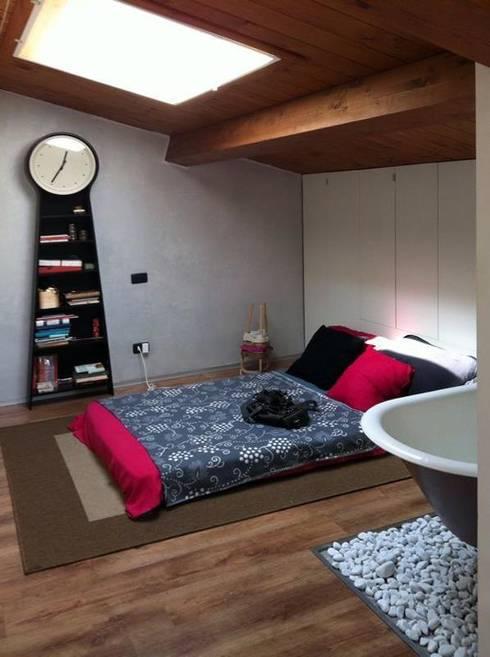 Dormitorios de estilo  por Spazio 14 10 di Stella Passerini