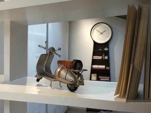 Spazio MINI :: la mansarda di Stella: Soggiorno in stile in stile Moderno di Spazio 14 10 di Stella Passerini