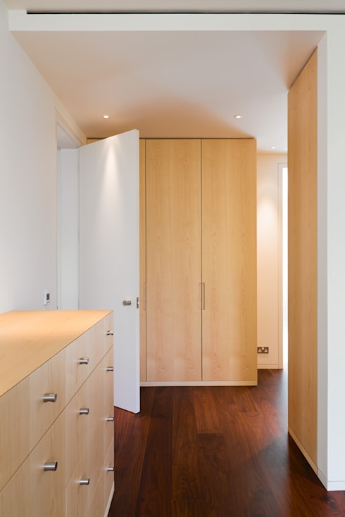 Carlton Hill, London : minimalistic Dressing room by Gregory Phillips Architects