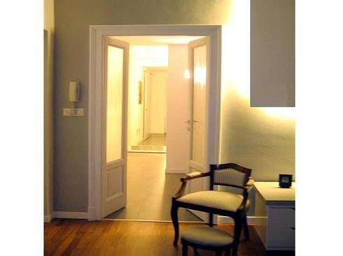 ingresso zona notte: Soggiorno in stile in stile Moderno di Giussani Patrizia