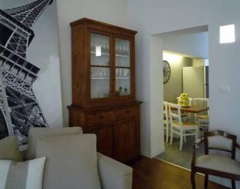 verso zona cucina: Soggiorno in stile in stile Moderno di Giussani Patrizia