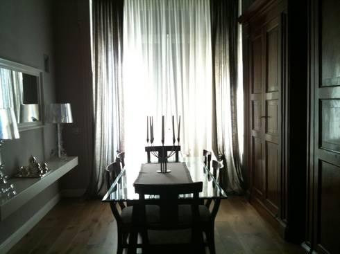 Tra antico e moderno: Sala da pranzo in stile in stile Moderno di Giussani Patrizia
