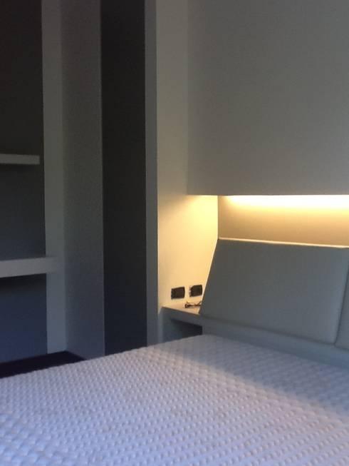 Tutta un'altra camera: Camera da letto in stile in stile Mediterraneo di Giussani Patrizia