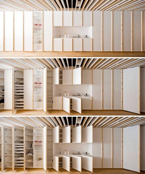Oak Showroom: Oficinas y Tiendas de estilo  de Anna & Eugeni Bach