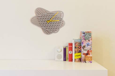 Sophie, Wall clock: Casa in stile  di Mehdi Pour design studio